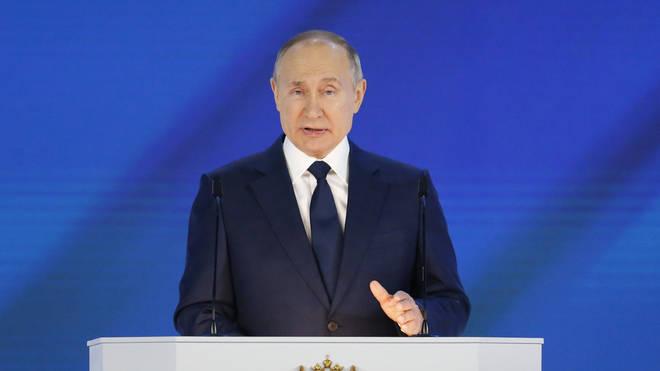 Путин приветствует разработку вакцины в России