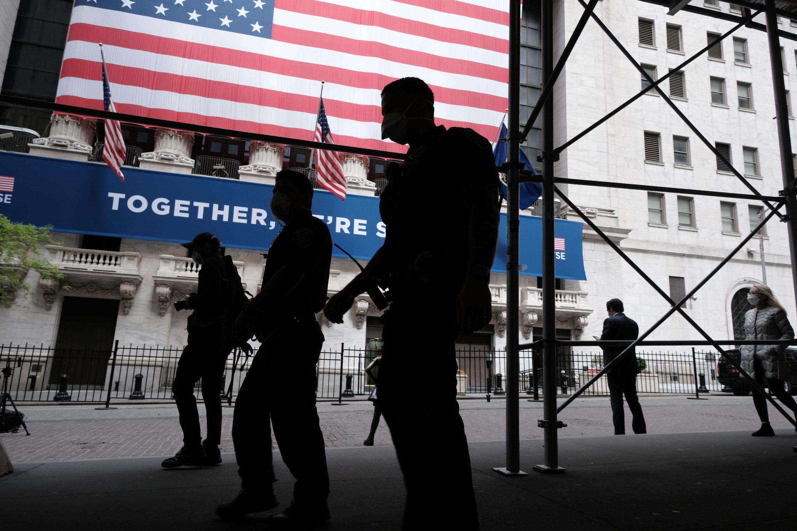Фьючерсы на Dow упали на 100 пунктов после худшей недели Уолл-стрит с февраля